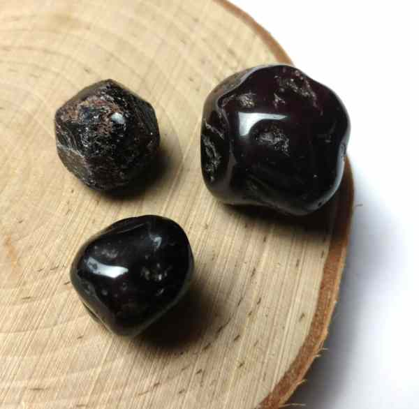 small rough, small tumbled and large tumbled garnet