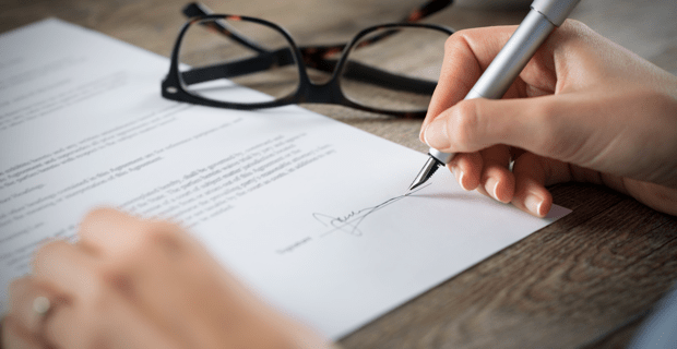 mortgage-contract-signing