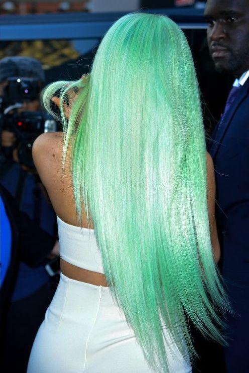 Melena larga en verde menta.