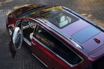 2017 Chrysler Pacifica Tri-Panel Sunroof
