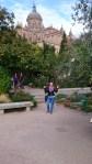 Aussicht auf die neue Kathedrale von einem Park aus in Salamanca