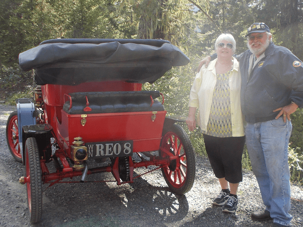 "1908 REO. ""Sorry it took a while until you received the photo. Vicki and I really appreciate the plate you made for me. It made a great surprise Christmas present!"" -- Vicki & Ray Markely"