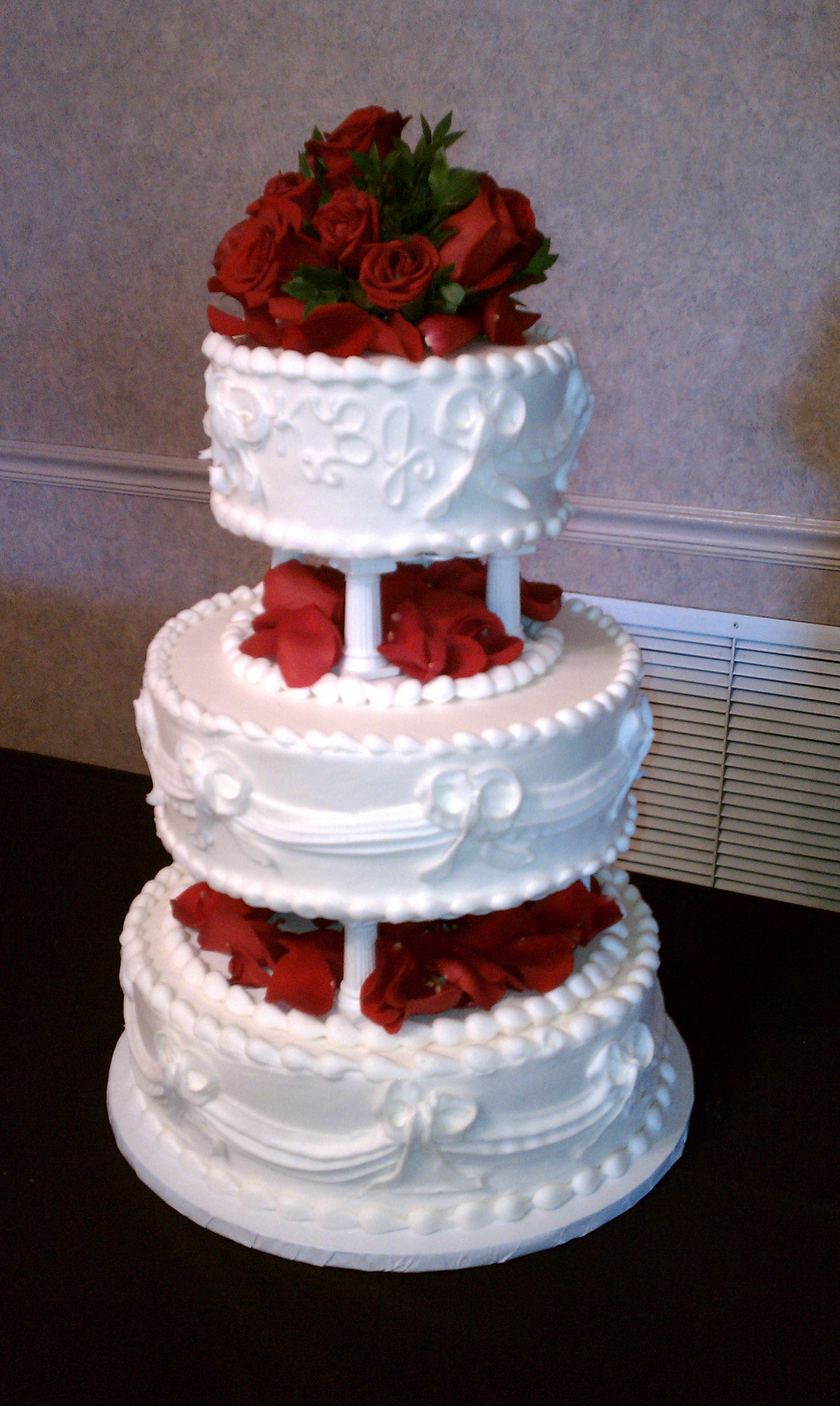 Wedding Cakes   Le Bakery Capture Elegance and Style with a Wedding Cake from LeBakery