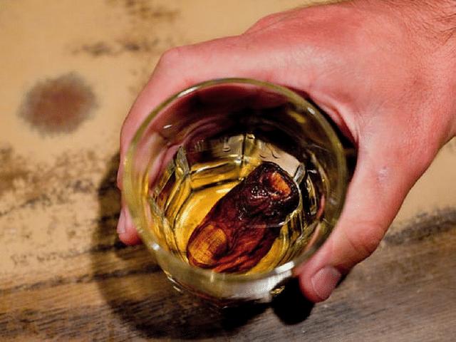 Le SourToe cocktail - Le Barman Vous Deteste