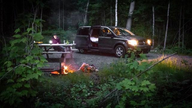 Un van, un feu, de la lecture... Que demander de plus ?