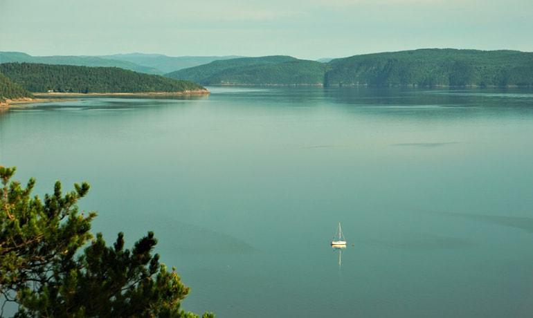 Vue du Fjord du Saguenay depuis le belvédère de Cap des Roches à St-Fulgence