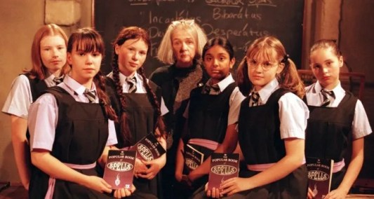 Spell-Class-the-worst-witch-29076069-689-367