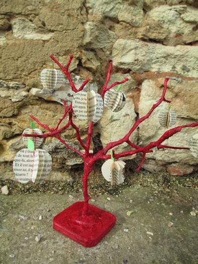 arbre décoration récup bois carton papier