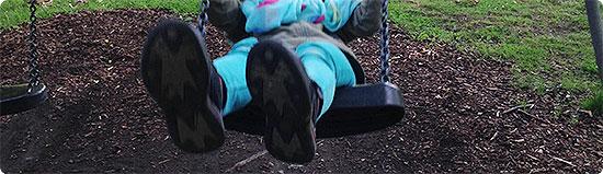 Jahresrückblick - Mai 2014 - Toben auf dem Spielplatz - Schaukeln