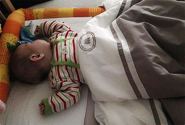 Wochenende in Bildern - Baby im Beistellbettchen