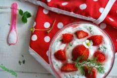 Dill-Quark-Dessert mit Erdbeeren