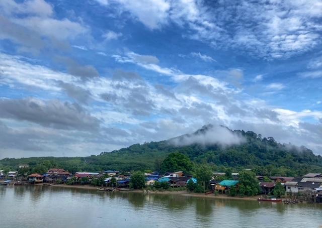 Nebelschwaden während Fahrradtour Chumphon Ranong