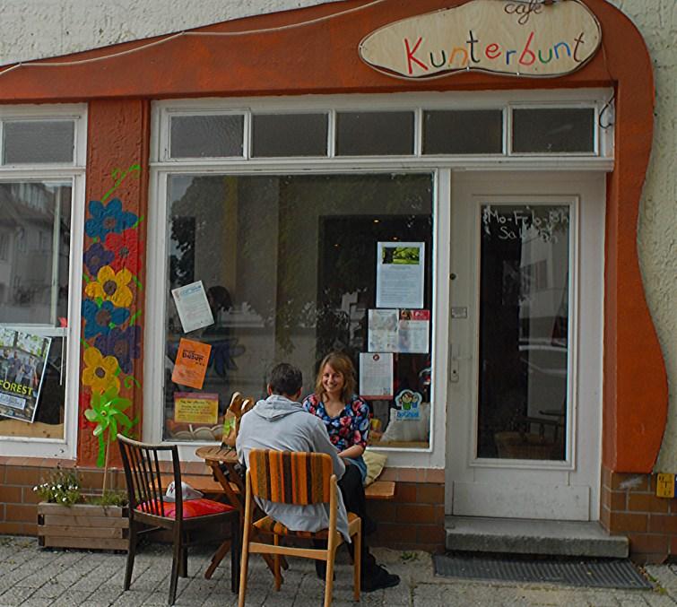 Café-Kunterbunt-draußen-XXIX-web