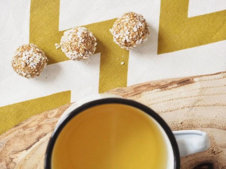 Gesunder Snack: vegane Energyballs Cashew Aprikose Sesam 14
