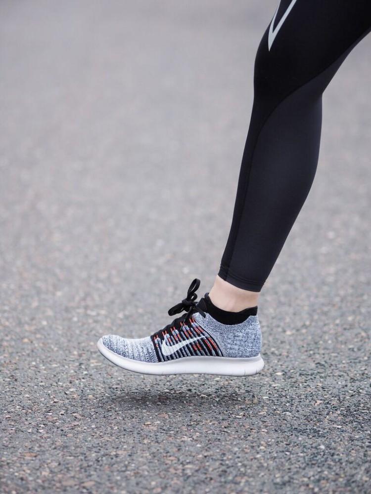 Einstieg in die Lauftechnik Fußaufsatz Mittelfußlauf