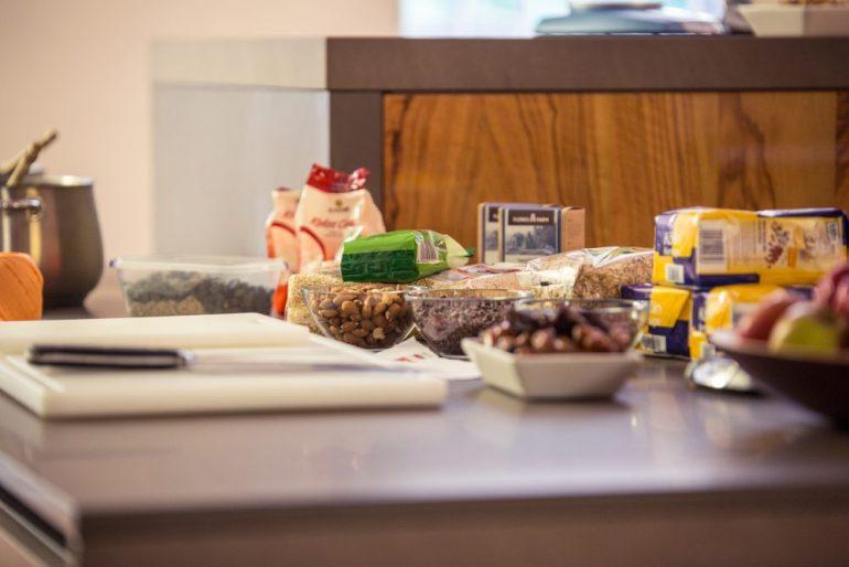 FEED YOUR FITNESS_Frühstück? Hier entlang. Vorbereitung für das Müsli.