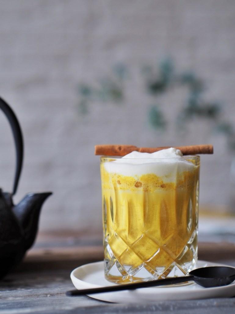 5 vegane Winter Rezepte_Kurkuma Latte / Goldene Milch