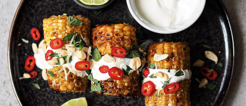 Gegrillte Maiskolben mit Knoblauch-Chili-Marinade auf lebensverliebt.de | Veganes Grill-Rezept