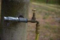 Une clé sur le robinet