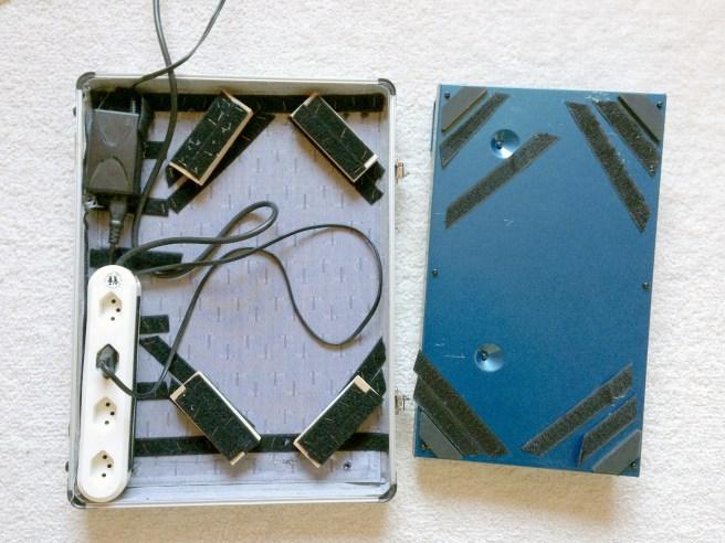 Klettband im Koffer und Abstandshölzer