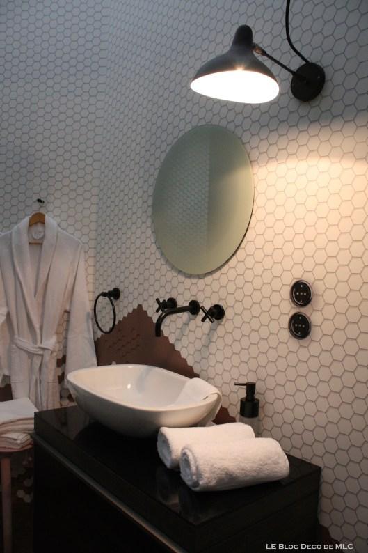 salle-de-bain-Chambre-306-par-Faburel-Gain-coin-lavabo