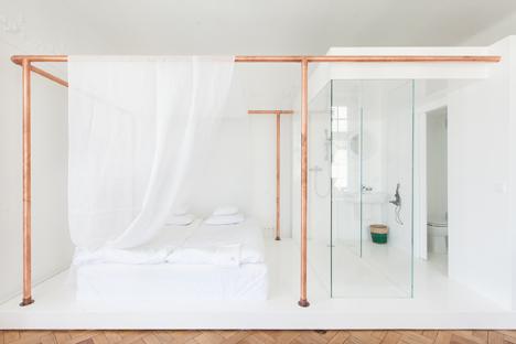 lit-baldaquin-tube-cuivre-autor-rooms-mamastudio