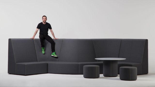 Joe Gebbia, le cofondateur d'Airbnb lance une gamme de meubles de bureau modulaires