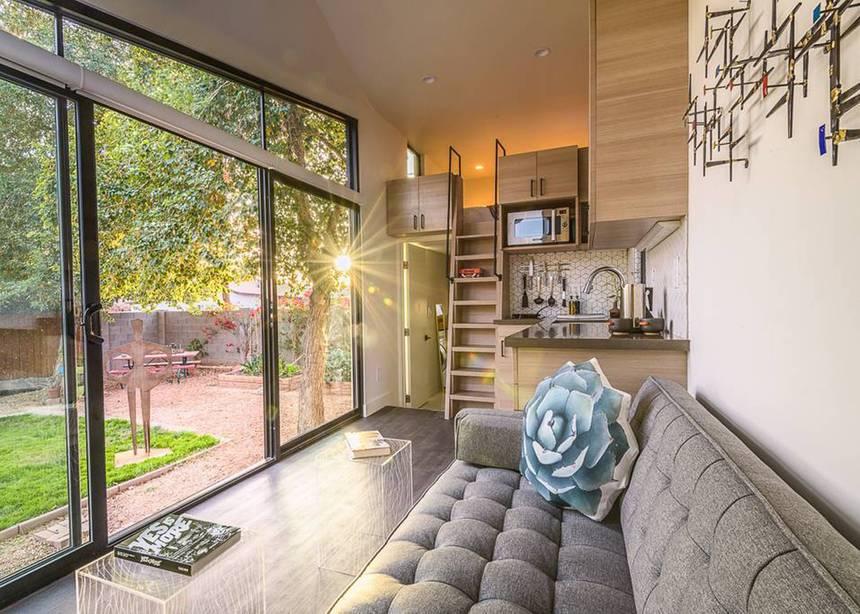 the nest une petite maison moderne et mobile louer. Black Bedroom Furniture Sets. Home Design Ideas