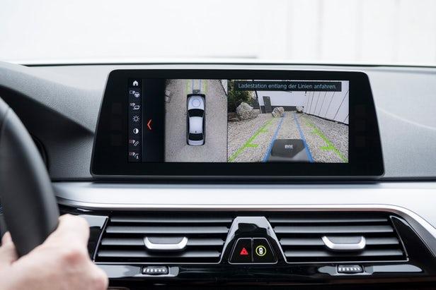 BMW i lance la recharge sans fil pour ses voitures hybrides rechargeables