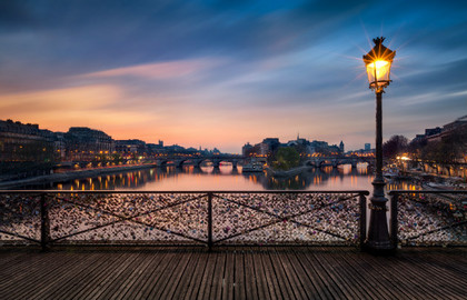 ParisCityVision-Pont-des-Arts-nuit---630x405---©-OTCP-DR_block_media_big