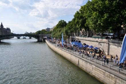 Paris-Plage,_the_beach_in_Paris_on_the_Seine,_24_July_2010