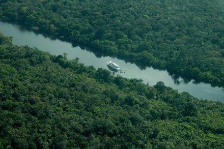 AMAZON SANTANA CRUISING IN JAU NATIONAL PARK
