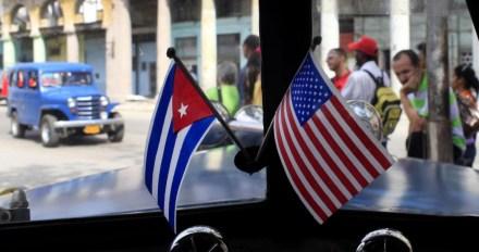 CUBA E ESTADOS UNIDOS NUM TAXI DE HAVANA