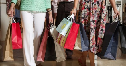 Destinos de compras sofrem com a crise