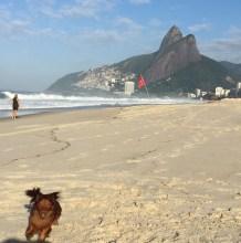 Achille na praia de Ipanema