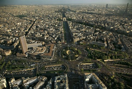 Visto de Paris com o Palais des Congrès