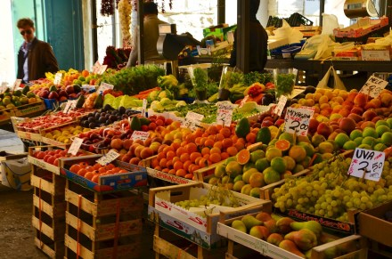 fruit-market-238410_1280