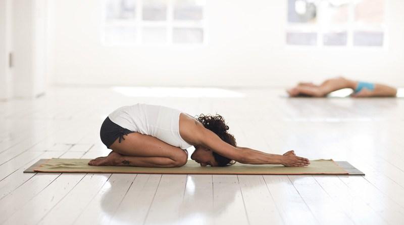5 raisons de pratiquer le yoga à la maison - Le blog du hérisson