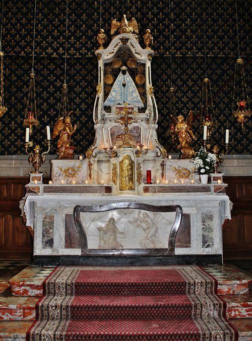 Maître-autel de la cathédrale du Puy avec la statue de la Vierge Noire - 25 mars 2019