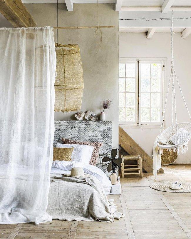 Le linge de lit en lin lavé.