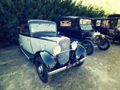 De vieilles voitures étaient exposées tout au long de la journée à Retro Agri. Ne dirait-on pas des voitures de films ?