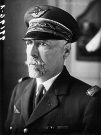Le général Barès (1872-1954) , artisan majeur de l'organisation de l'Aéronautique militaire française de 1914 à 1917, dernier Chef d'Etat-major général des Forces aériennes (1933) et second Chef d'Etat-major général de l'armée de l'air (1934)