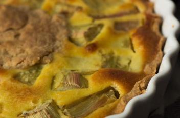 Tarte à la rhubarbe et crème d'amandes
