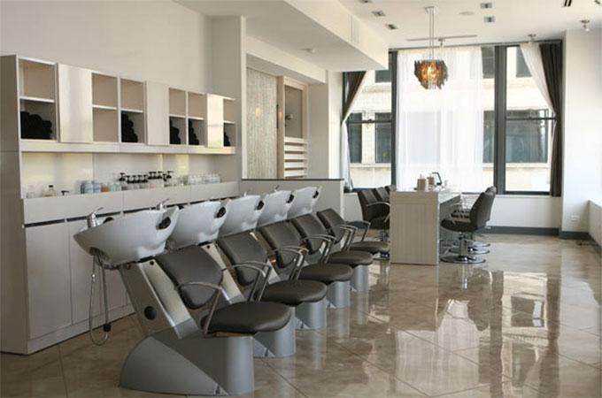 mobilier d un salon de coiffure