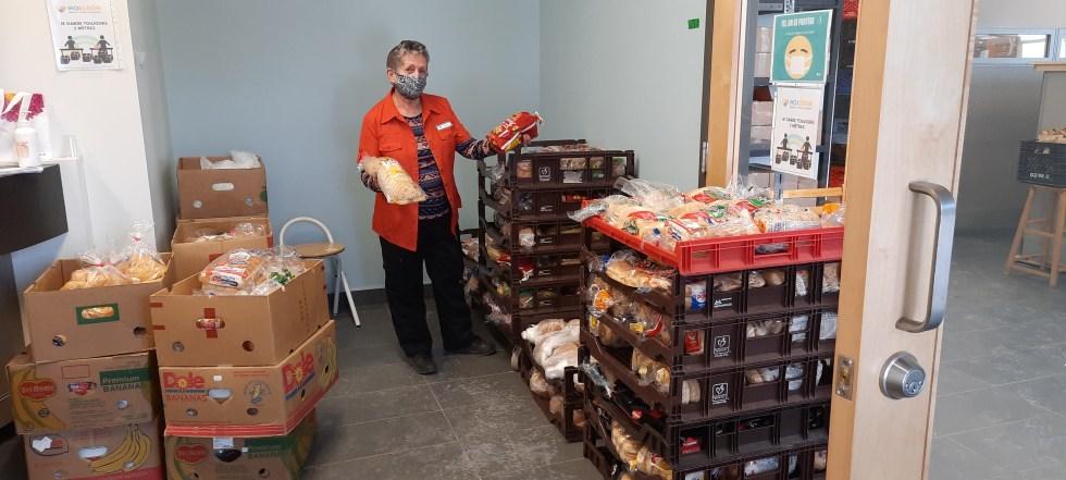 En attendant les bénéficiaires de la distribution alimentaire