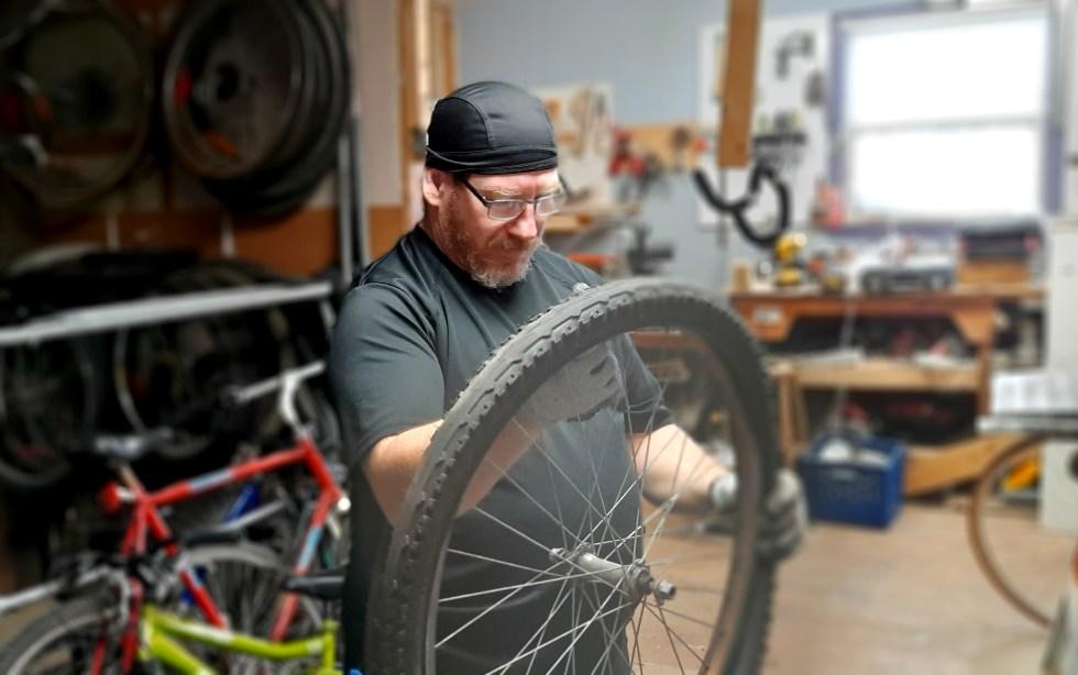 Danny est le responsable des vélos