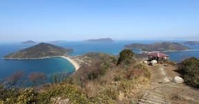 La très touristique île d'Awashima (hôtels, parcours de randonnée, musées, port de plaisance...), près de l'île de Myoto. Source : Japan-guide.com