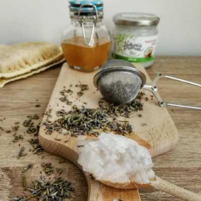 Nourishing coconut oil and honey hair mask