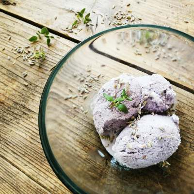 Homemade lavender honey ice cream – how to make it without a machine