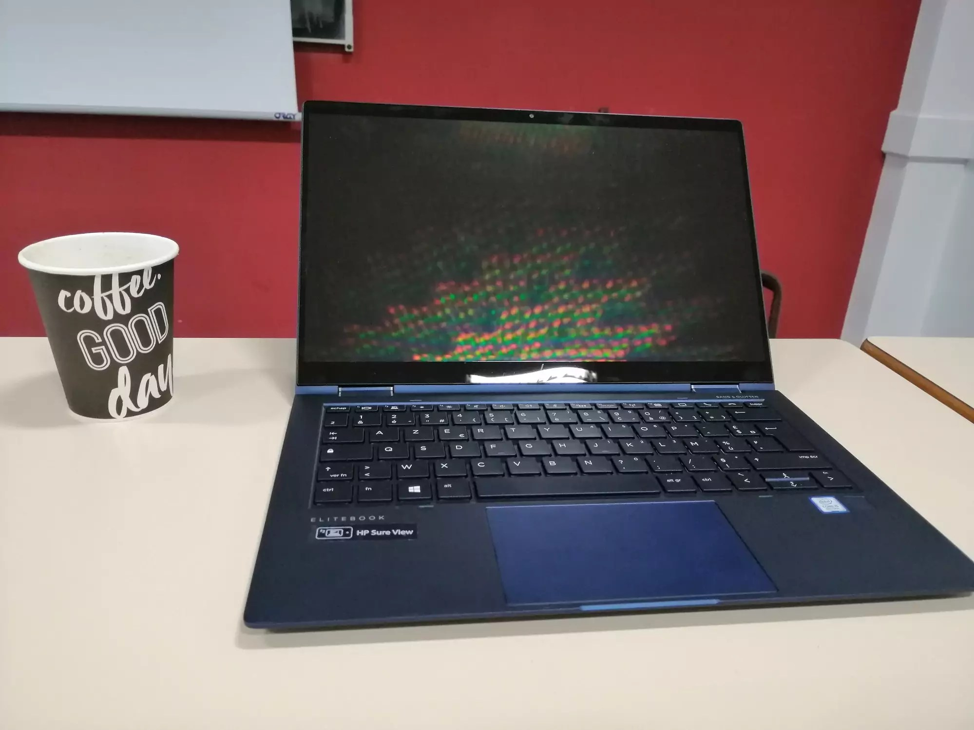 HP elite dragonfly - pause cafe